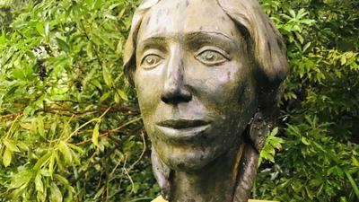 Pauline Viardot-Garcia lebte von 1863 bis 1870 in Baden-Baden. Eine Büste beim Stadtmuseum erinnert an die  prominente Bürgerin.