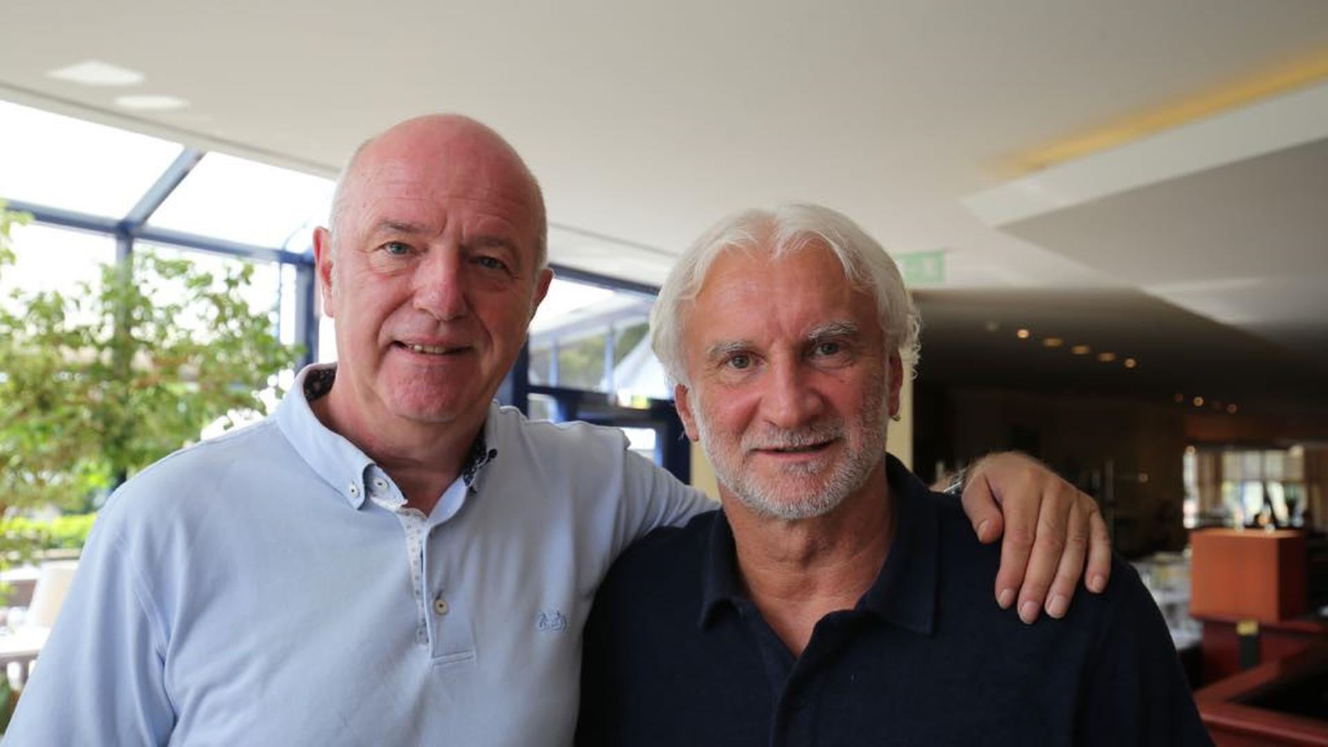Das Foto zeigt Ronny Zeller  und seinen Trauzeugen und besten Kumpel  Rudi Völler