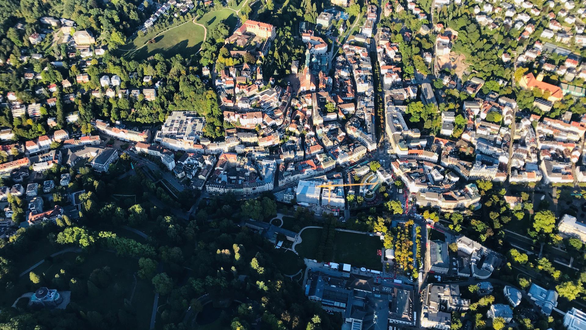 Das Zentrum der Bäderstadt Baden-Baden aus der Vogelperspektive