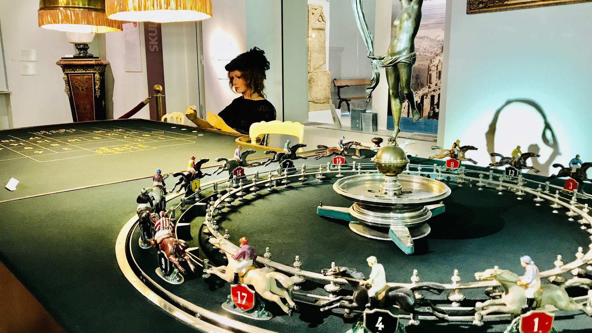 Ein Schmuckstück im Stadtmuseum: der Roulettetisch aus dem Casino Baden-Baden.  Das wertvolle Exponat stammt aus der Zeit um 1920 und wurde in Paris gefertigt.