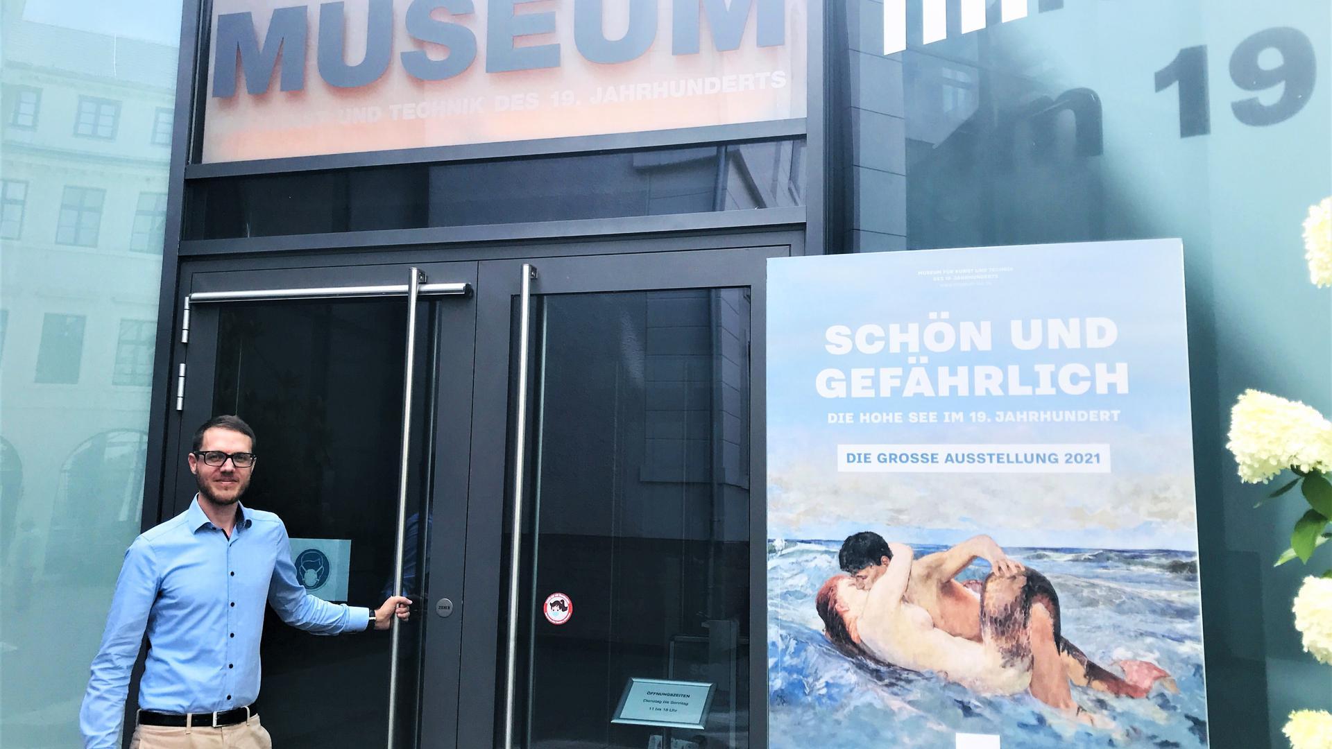 Moritz Grenke, neuer Chef der Grenke-Stiftung, steht am Eingang des Museums LA8 in Baden-Baden.
