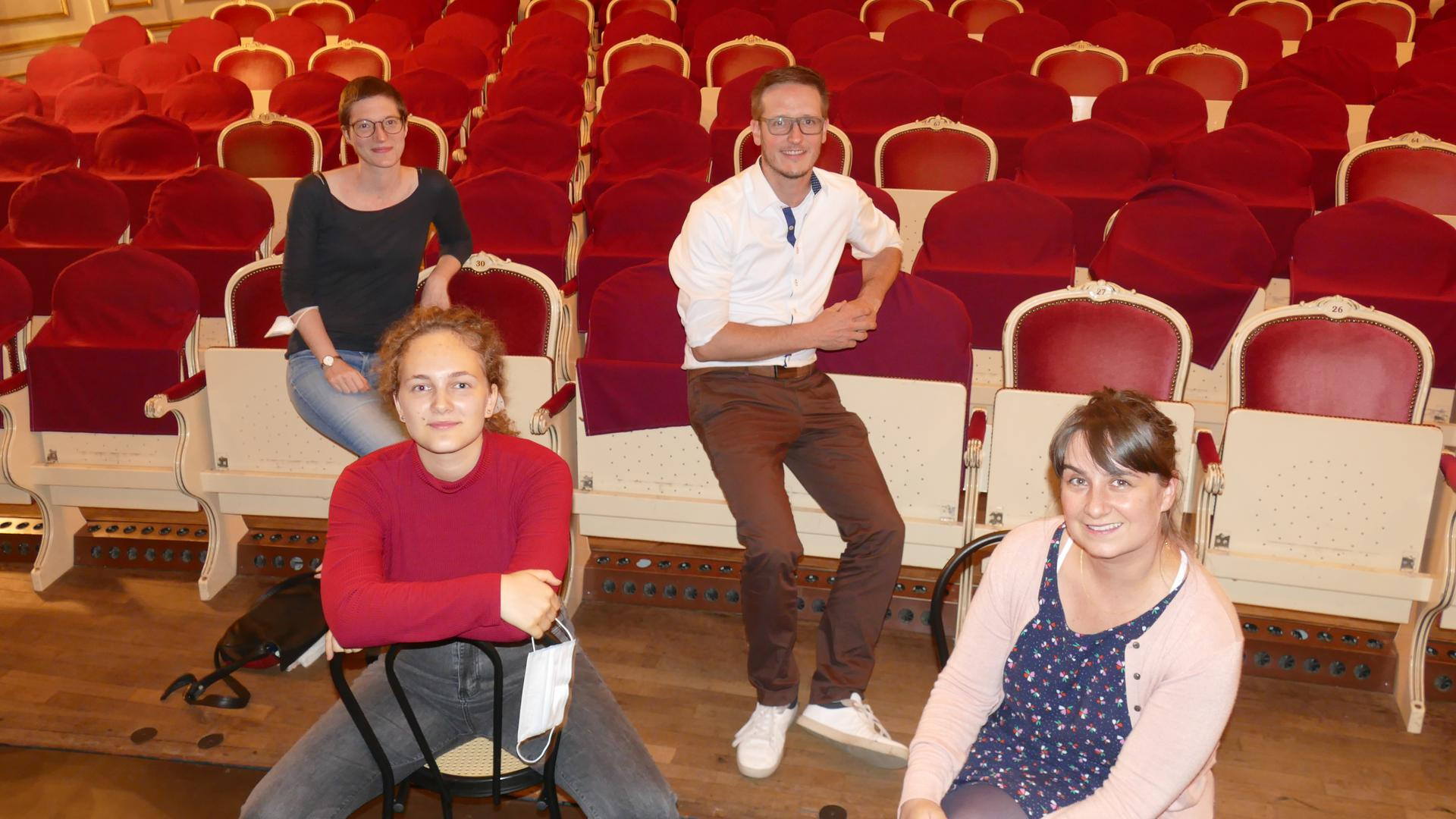 von links hinten Miriam Fehlker, Rüdiger Lorth, Bürgerstiftung, Amy-Joy Exner, Isabell Dachsteiner