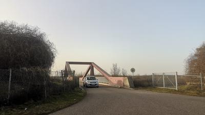 Die Brücke über die Autobahn bleibt für den motorisierten Verkehr offen