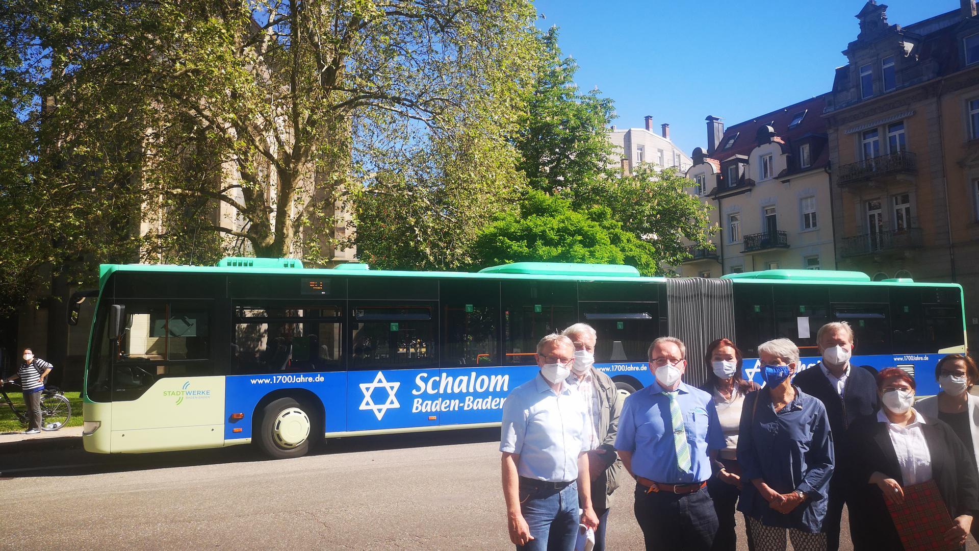 Der neu beschriftete Gelenkbus wurde am Dienstag der Öffentlichkeit vorgestellt