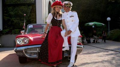 Urs Grossmann in Uniform vor seinem Thunderbird