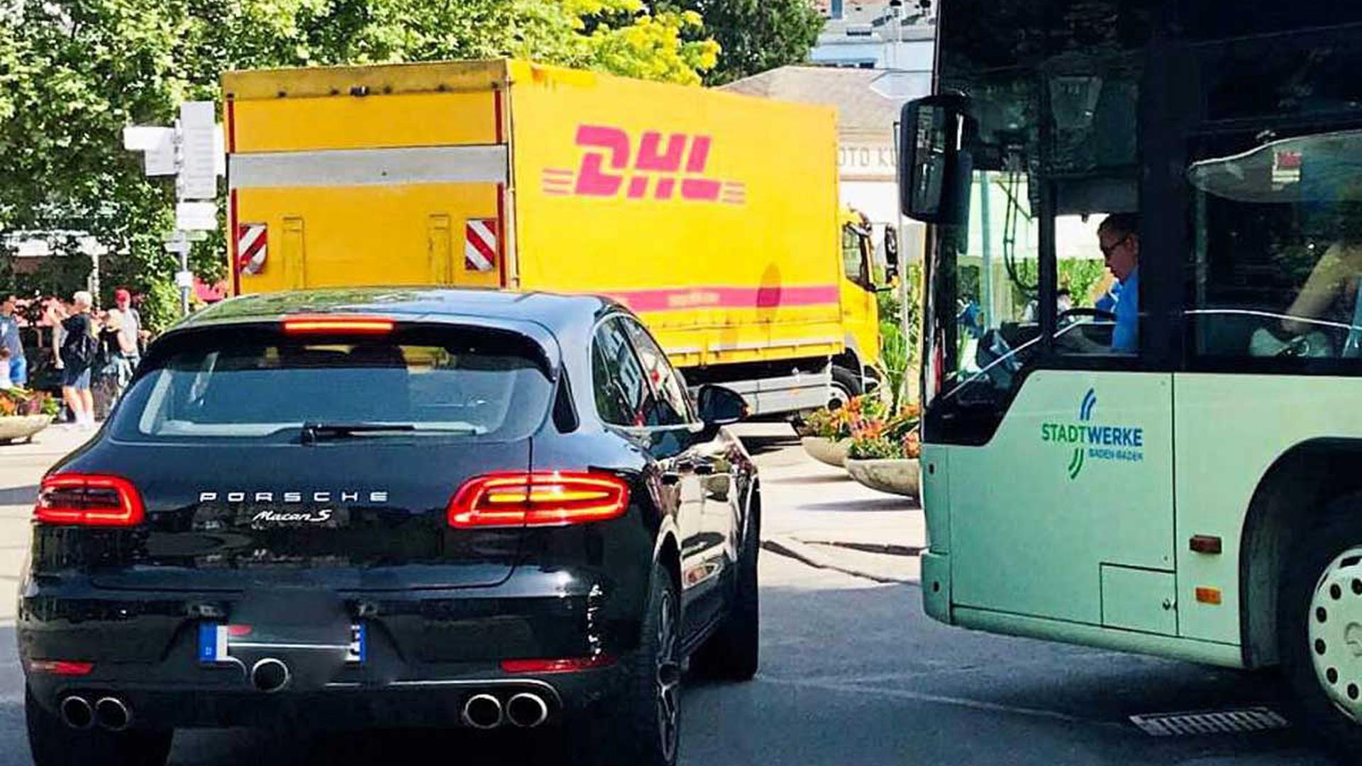 Fast hätte es gekracht: Ein Beispiel für das hohe Verkehrsaufkommen in verkehrsberuhigten Bereichen und auch in der Fußgängerzone.