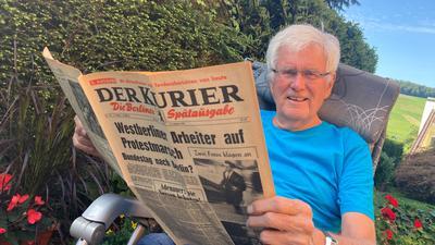 Mann mit alter Zeitung