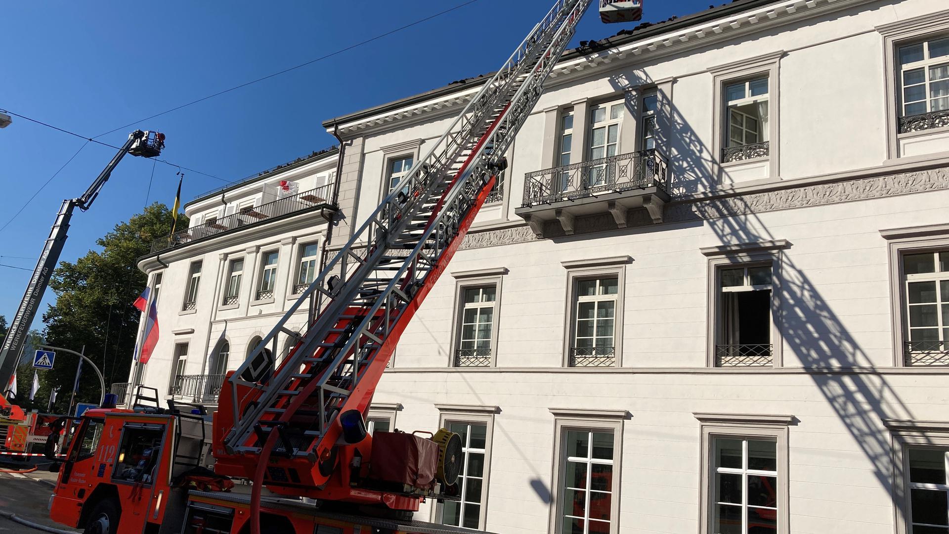 Feuer im Hotel Badischer Hof in Baden-Baden: Die Innenstadt ist teilweise abgesperrt worden.