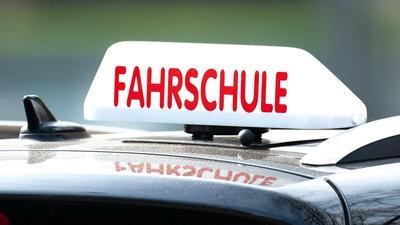 Baden-Badener Fahrschulen im Corona-Lockdown: Die Inhaber verzichten auf den erlaubten Online-Unterricht und halten die per Ausnahmeregelung gestattete Doppel-Fahrstunde vor der praktischen Prüfung für unrealistisch.