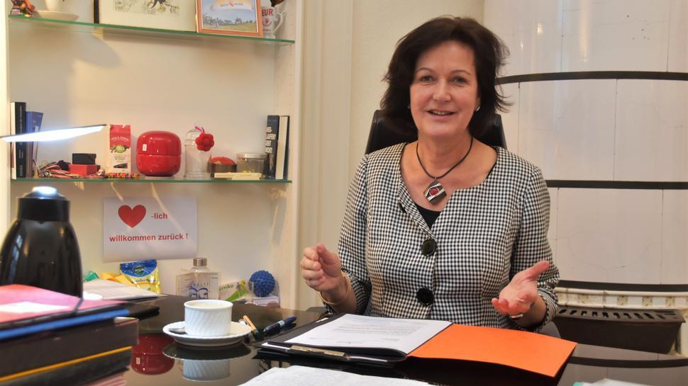 Oberbürgermeisterin Margret Mergen in ihrem Büro im Rathaus Baden-Baden.