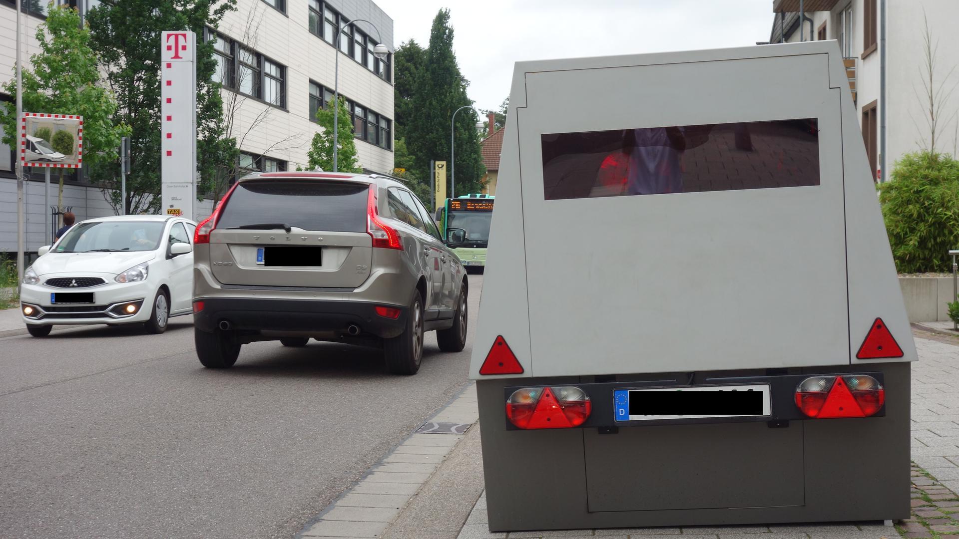 Hat sich aus Sicht der Stadt bewährt: Der Enforcement Trailer zur Geschwindigkeitsüberwachung. Im nächsten Jahr soll ein zweiter Anhänger angeschafft werden.