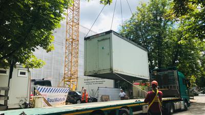 """Nach rund eineinhalb Jahren Stillstand ist auf der Großbaustelle """"Europäischer Hof"""" in Baden-Baden wieder Betrieb."""