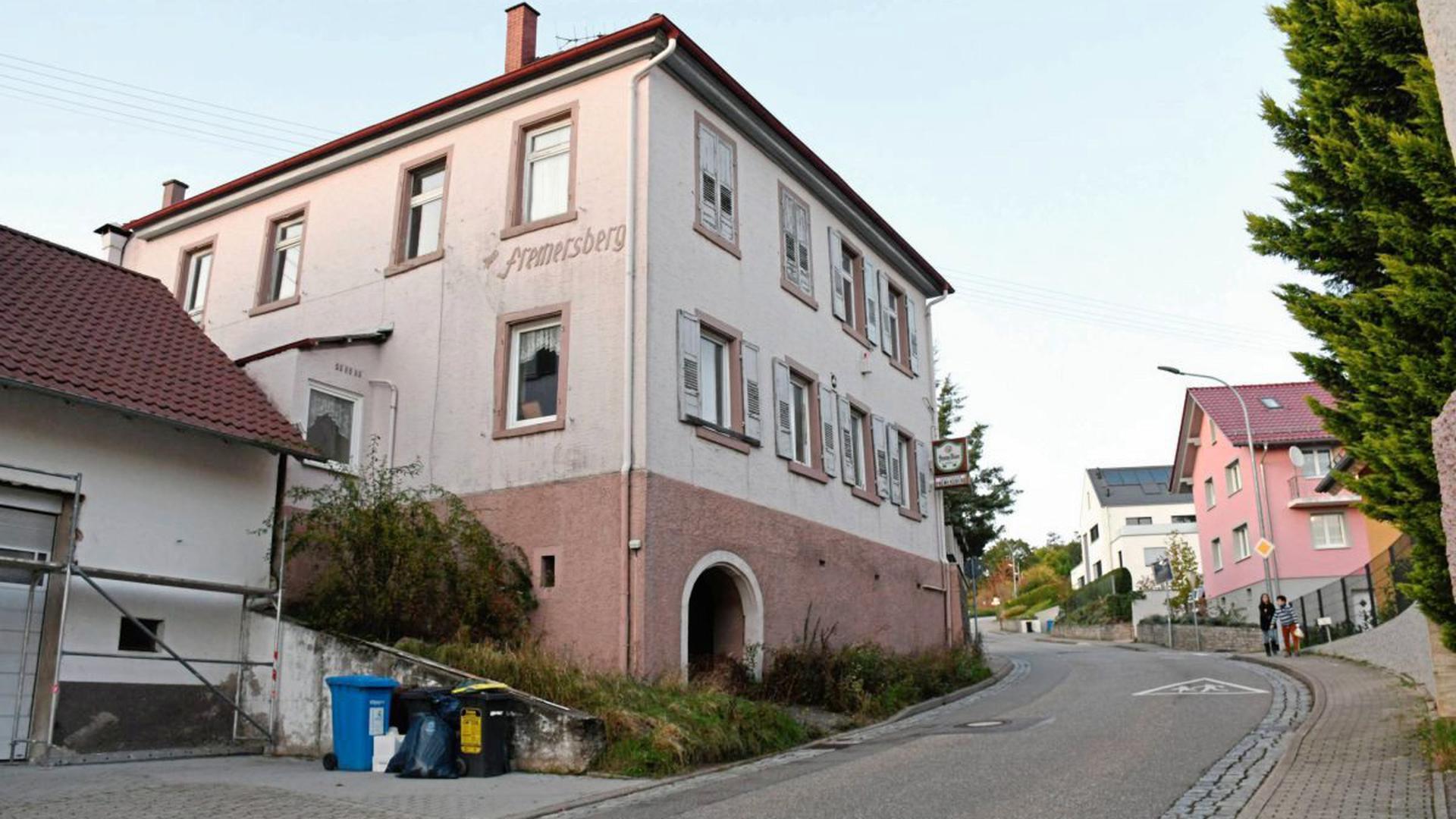"""Markantes Haus an prägnanter Stelle: as Gasthaus """"Zum Fremersberg"""" steht aus Baden-Baden kommend direkt am Ortseingang von Varnhalt. Unklar ist, wie es mit der leerstehenden Immobilie nun weitergehen soll."""