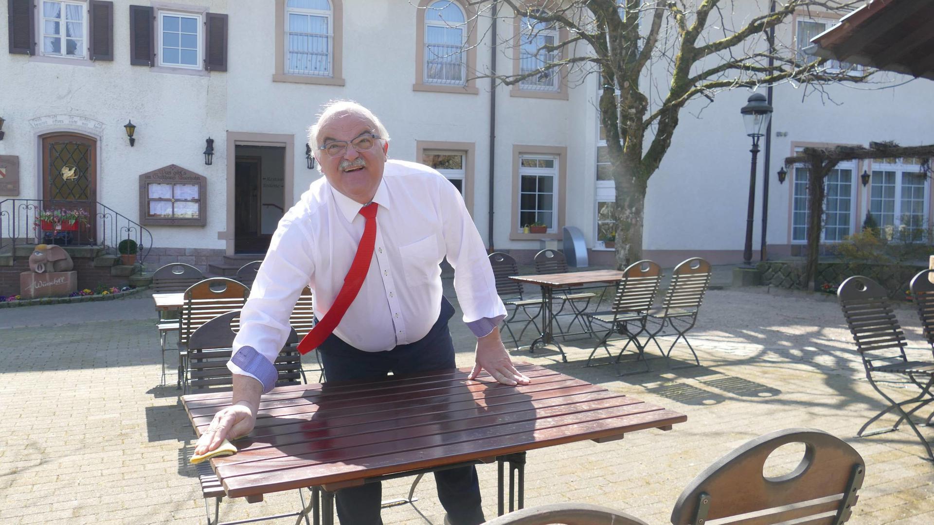"""Bestes Ausflugswetter herrscht derzeit. Eigentlich perfekt fürs Ostergeschäft, sagt Hans Schindler. """"Das können wir mit Lieferservices nicht aufholen, das ist klar."""""""