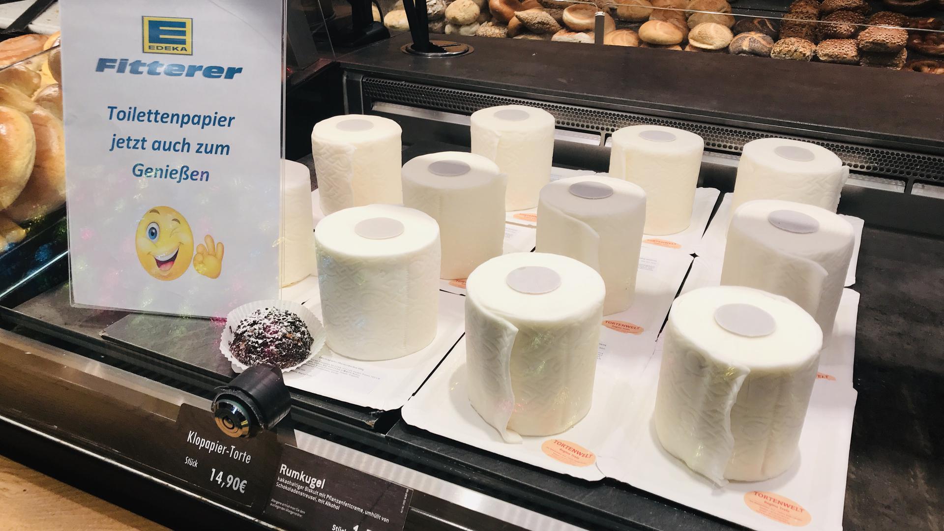 Toilettenpapier zum Genießen: Der Klopapier-Kuchen wird rege nachgefragt.