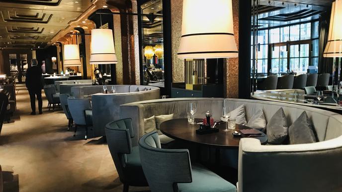 """Die internationalen Gäste werden vermisst: Eine Lounge im Restaurant """"The Grill"""" im Casino Baden-Baden."""