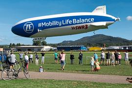 Noch bis Sonntag können Interessierte Rundflüge mit dem Zeppelin über Baden-Baden unternehmen.