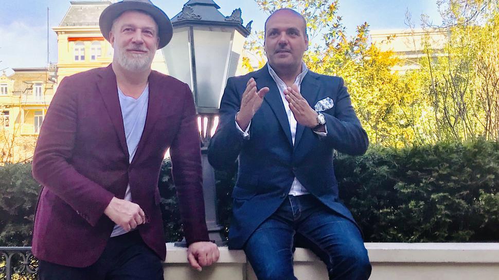 Marc Marshall und Jay Alexander bei einem Pressetermin im März 2019 im Park von Brenners Parkhotel in Baden-Baden.