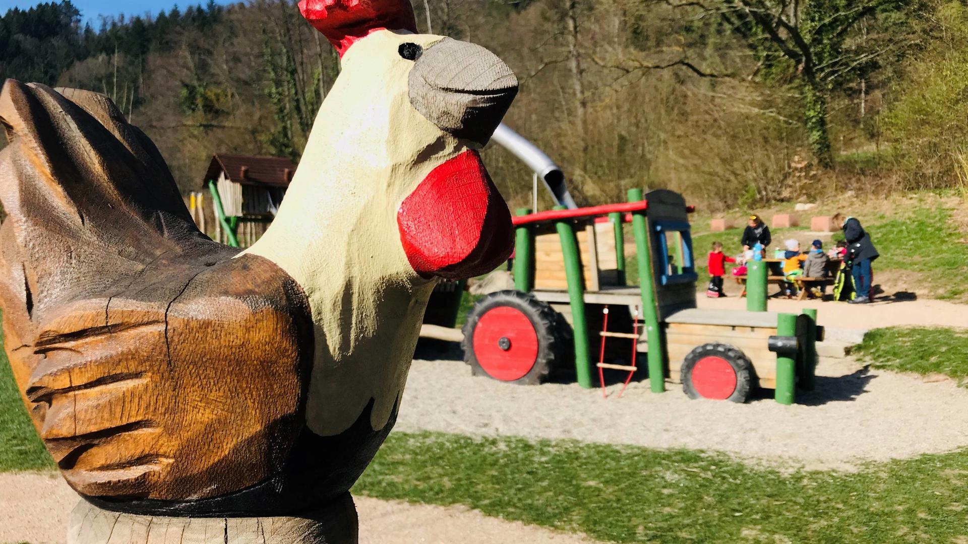 Ein angesagter Spielplatz ist die Anlage auf der Sägmüllermatte bei der Geroldsauer Mühle. Es geht um die Themen Bauernhof und Landwirtschaft.