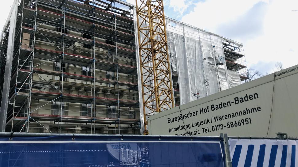 Eingestellt wurden die Arbeiten auf der Baustelle des Europäischen Hofs.