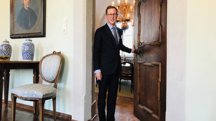 Bernhard Prinz von Baden in der Markgräflich Badischen Verwaltung in Schloss Salem.