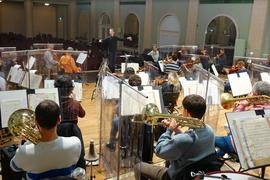 Die Philharmonie mit dem Nachwuchsdirigenten Jascha von der Golz