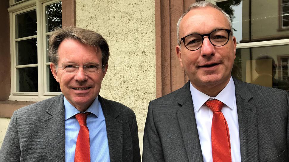 Wechsel: Thomas Iber (rechts) wird neuer Medizinischer Geschäftsführer des Klinikums Mittelbaden und folgt auf Norbert Roeder.