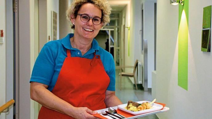 Köchin Christiane sorgt für das leibliche Wohl der Gäste im Hospiz Kafarnaum in Baden-Baden.