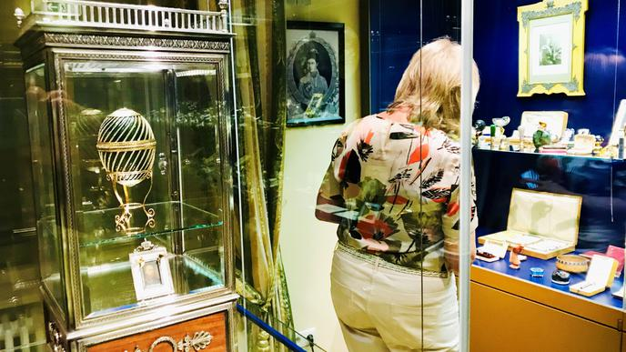 Zurück in Baden-Baden: das Ei (links) war als Leihgabe bei einer Ausstellung in Moskau zu sehen.