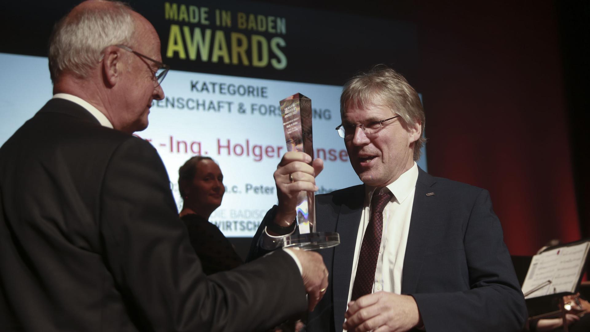Die Laudatio auf den Karlsruher KIT-Präsidenten Holger Hanselka hielt der frühere Wissenschaftsminister Peter Frankenberg.