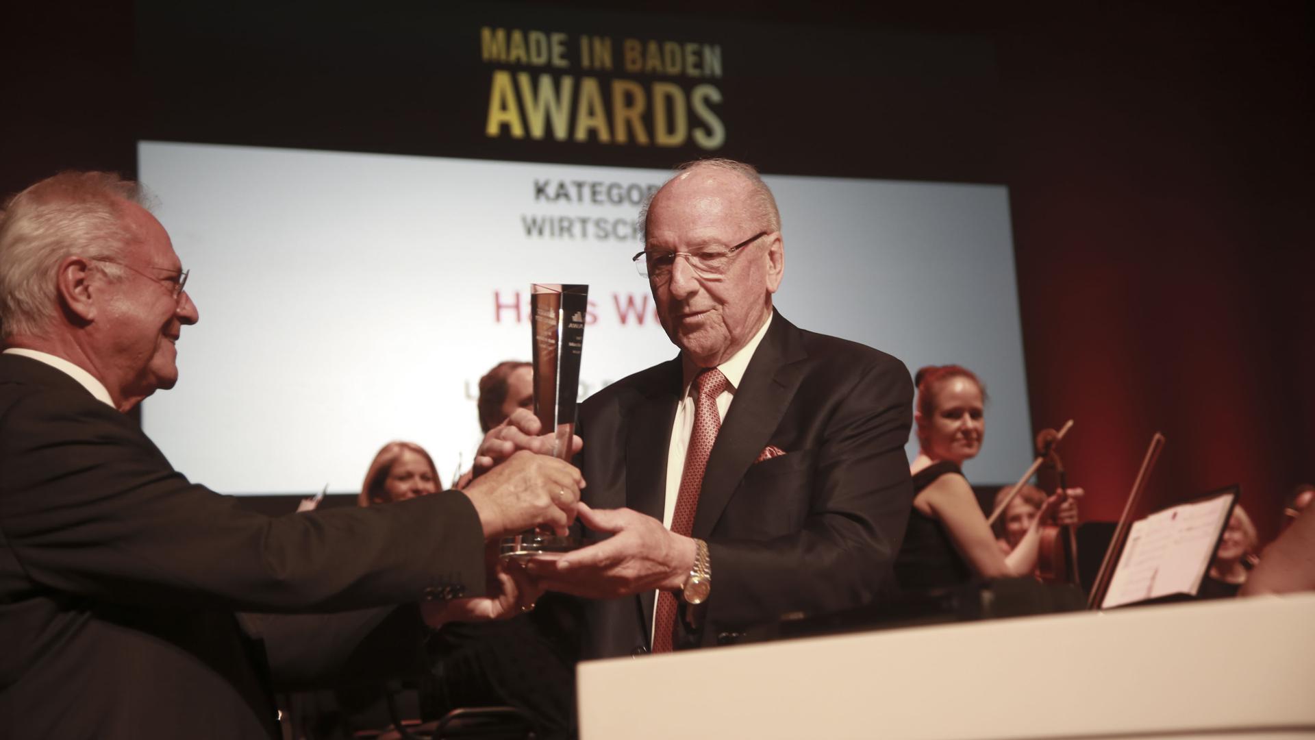 Den Gründer der Firma Fertighaus-Weber in Rheinau-Linx würdigte der frühere IHK-Präsident Bernd Bechtold.