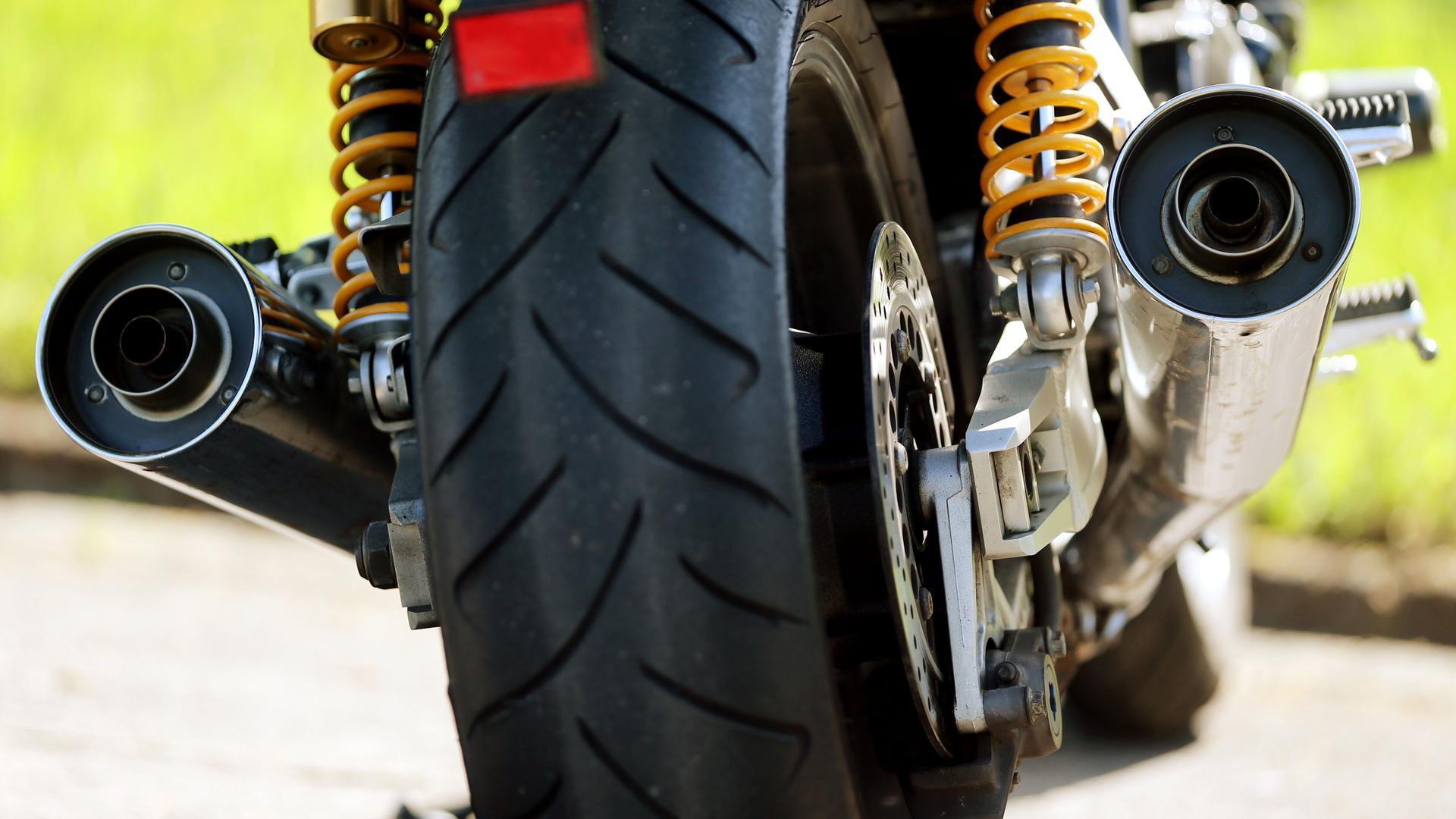 Motorradfahrer, die die Motoren ihrer Maschinen im Stadtgebiet von Baden-Baden aufheulen lassen, müssen weiterhin kein Bußgeld fürchten. Für den Einsatz von so genannten Lärmblitzern fehlt die gesetzliche Grundl