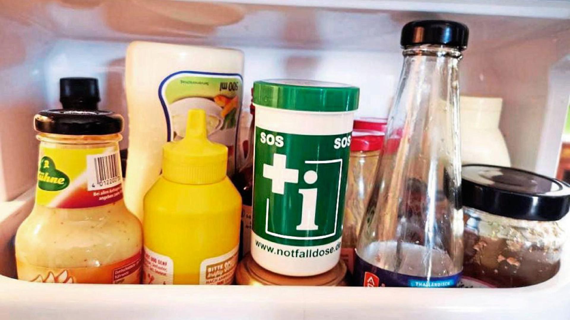 Zwischen Senf und Ketchup: Die Notfalldose sollte am besten in der Kühlschranktür deponiert werden.