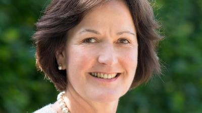 Margret Mergen steht als Oberbürgermeisterin an der Spitze der Stadt Baden-Baden.