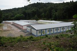 Nur noch auf dem Waldseeplatz sind Flüchtlinge in der so genannten Erstunterbringung einquartiert. Aktuell sind es 54. In der Containersiedlung sowie in 15 weiteren Liegenschaften leben derzeit insgesamt weitere 731 Personen in der so genannten Anschlussunterbriinung.