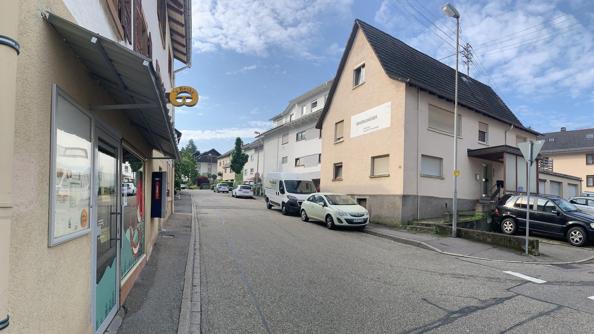 Direkt gegenüber der Bäckerei in Ebersteinburg könnte ein neuer, genossenschaftlicher Dorfladen entstehen. Gelingt die Finanzierung, könnte nach der Sommerpause eine Machbarkeitsstudie Wirklichkeit werden.