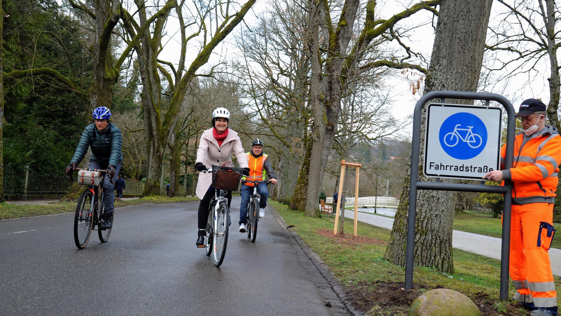 Der Traum vom Radler-Paradies in Baden-Baden wird immer konkreter. Durch ein Förderprogramm des Bundes könnten Schwachstellen beseitigt werden. Das Foto zeigt die jüngste Innovation: Die Eröffnung der verlängerten Fahrradstraße in der Lichtental Allee.
