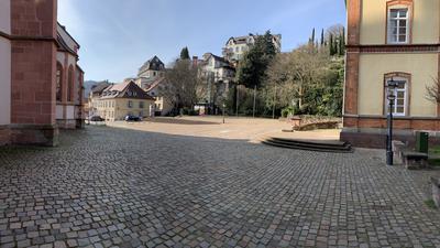 Überwiegend leer, so präsentiert sich der Marktplatz. Ideen zur Umgestaltung hat die Stadtverwaltung jetzt im Bauausschuss angestoßen.