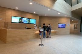 Viele positive Rückmeldungen gibt es nach der Eröffnung des Nationalparkzentrums am ruhestein. Allerdings gibt es auch Kritik. So können zum Beispiel auch Monate nach der Eröffnung Tickets nicht mit EC- oder Kreditkarte bezahlt werden.