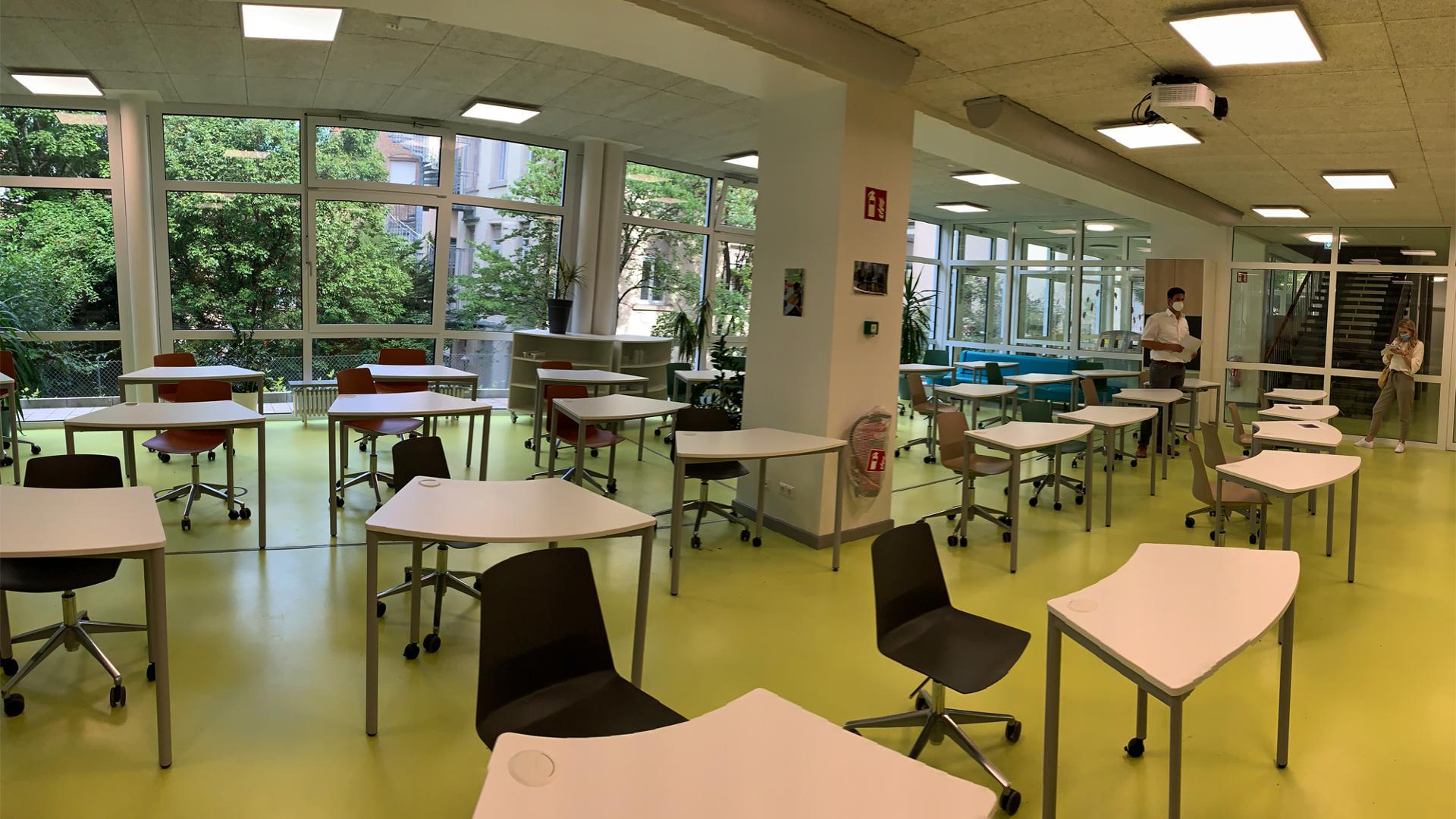 In der Realschule neigen sich die Sanierungsarbeiten langsam dem Ende. Der Ganztagesbereich im Untergeschoss ist bereits fertig.