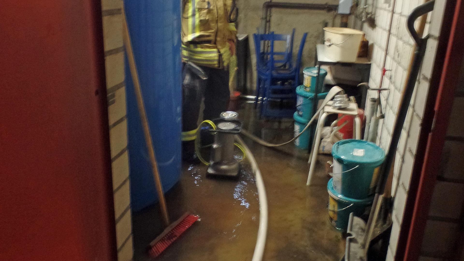 Starkregen mit Folgen: In Ebersteinburg laufen immer wieder Keller voll, weil der Abwasserkanal zu klein ist. Das Problem ist seit Jahren bekannt.