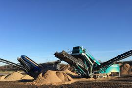 Auch das Kieswerk Kühl in Sandweier ist von der PFC-Problematik betroffen. Mit einer Siebanlage ist dort versucht worden, den Gehalt an Schadstoffen zu senken. Das Verfahren ist allerdings aufwändig und teuer.