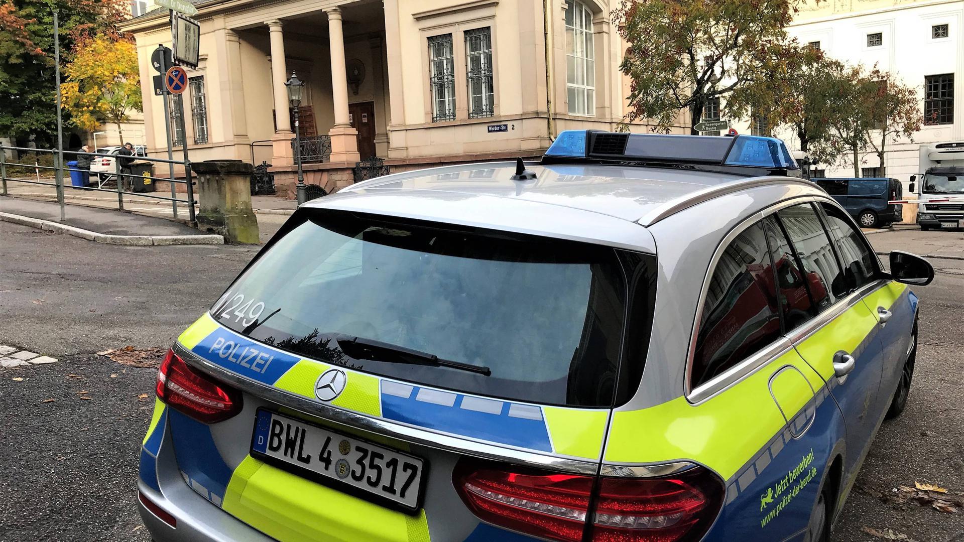 Mehr Präsenz: Die Polizei hat nach dem antisemitischen Terroranschlag in Halle einen Streifenwagen vor der Baden-Badener Synagoge postiert. Die Israelitische Kultusgemeinde feiert dort ab Sonntag das traditionelle Laubhüttenfest.