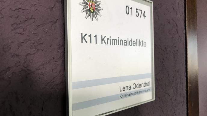 Das Schild vorm Büro von Lena Odenthal.
