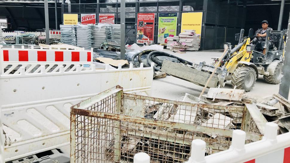 Bleibt eine Baustelle: Am Parkdeck der Shopping Cité müssen Dichtungsmängel beseitigt werden.