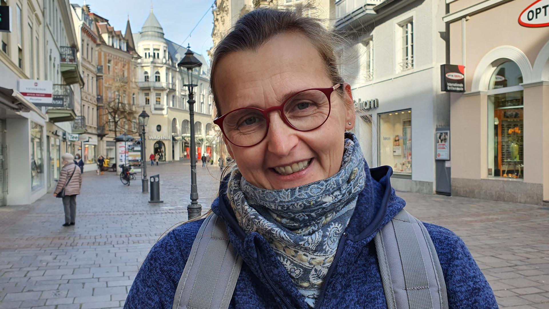 Kristin Klei steht in der Baden-Badener Innenstadt.
