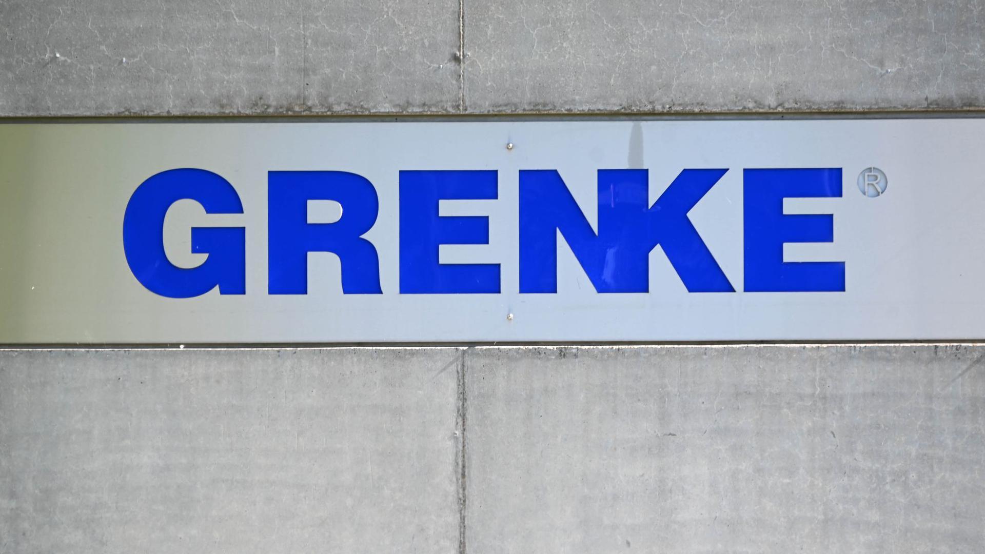 Der Schriftzug des Finanzdienstleisters Grenke AG.
