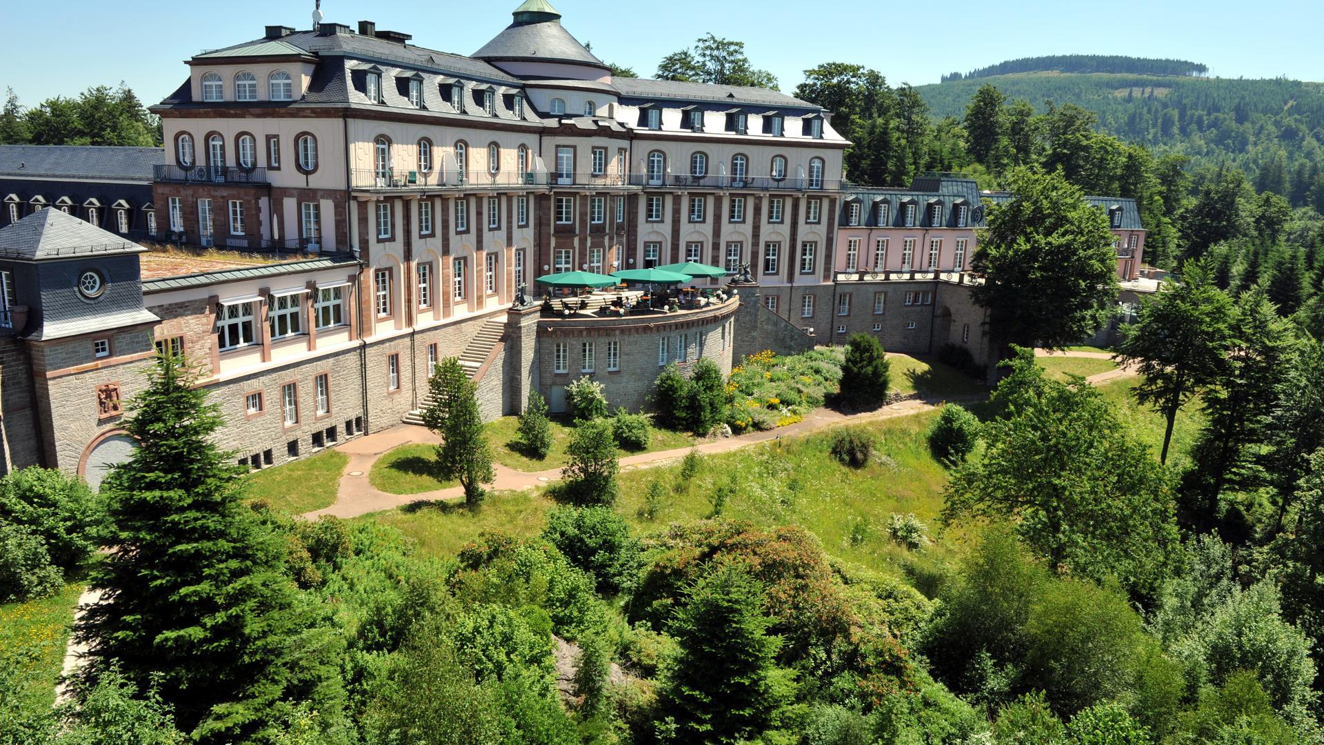 Ansicht des Schlosshotels Bühlerhöhe. Die Wiedereröffnung des Luxushotels Bühlerhöhe im Schwarzwald zieht sich weiter hin.