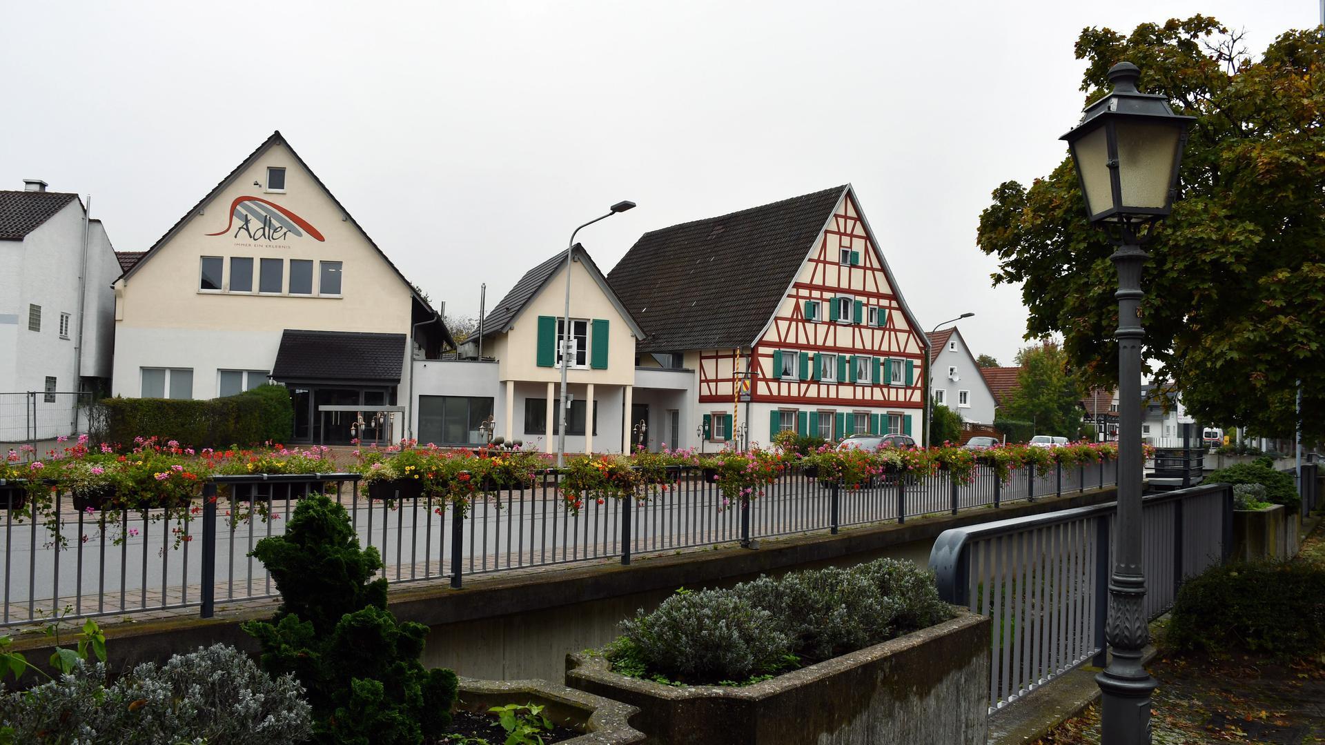 Gebäude an Straße