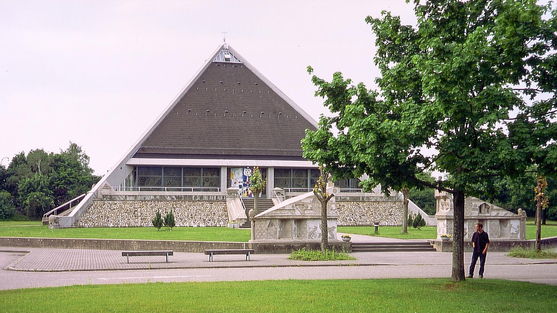 Autobahnkirche Sandweier